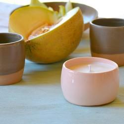 Lumânare parfumată cu suport ceramică - Melon Dew (Pepene galben), 33 h