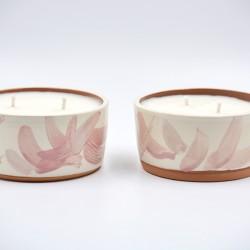 Lumânare parfumată cu suport ceramică - Spring Mist (Bujori, bergamotă), 33 h